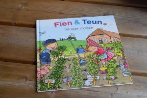 Fien en Teun moestuinieren met kinderen